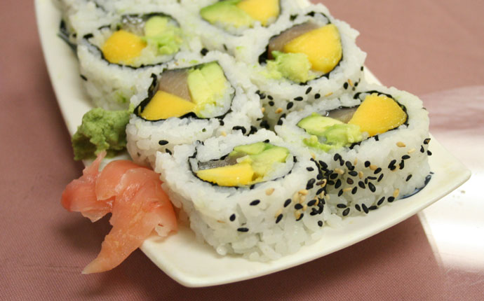 Mango tuna avocado roll