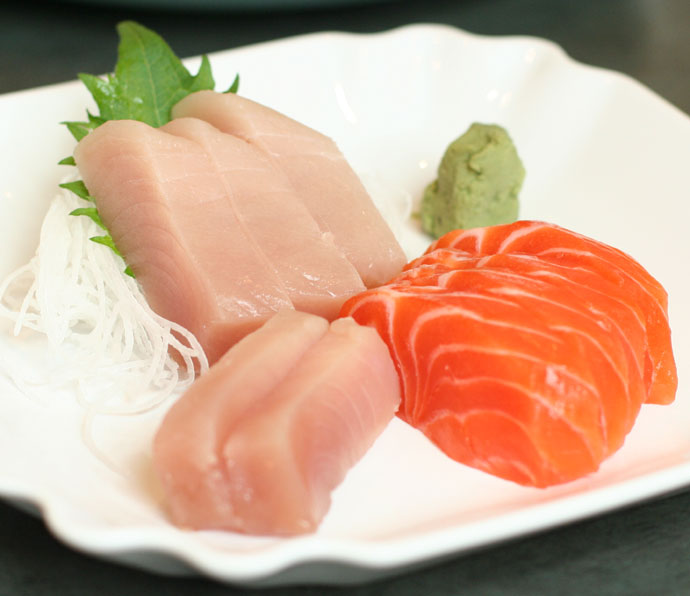 Tuna and salmon Sashimi (9 pieces, $11.50)