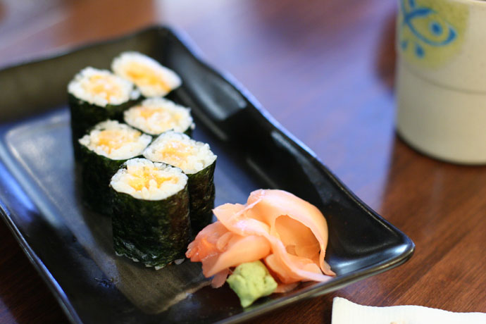 Chopped scallop Maki sushi