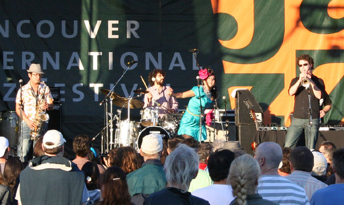 Sekoya performing at the 2007 Vancouver International Jazz festival