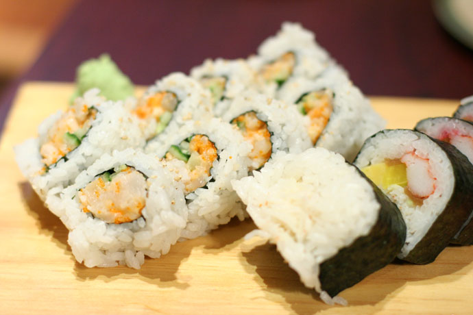 Futomaki and Chopped Scallop Roll