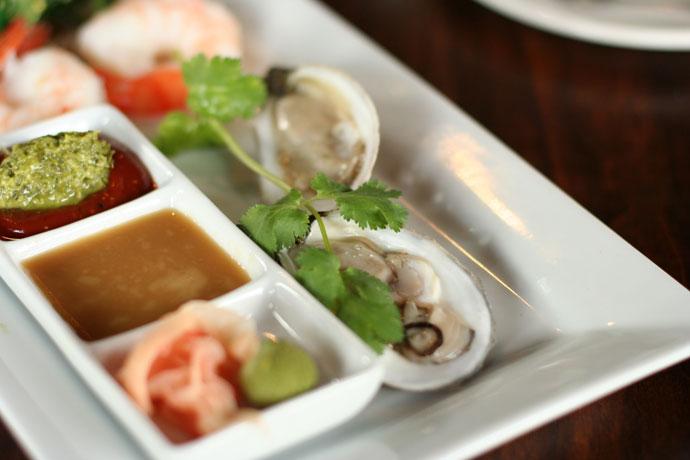 Fishermen's Platter (Raw Oysters)