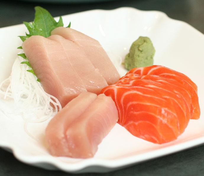 Tuna and salmon Sashimi (9 pieces, $11.50)
